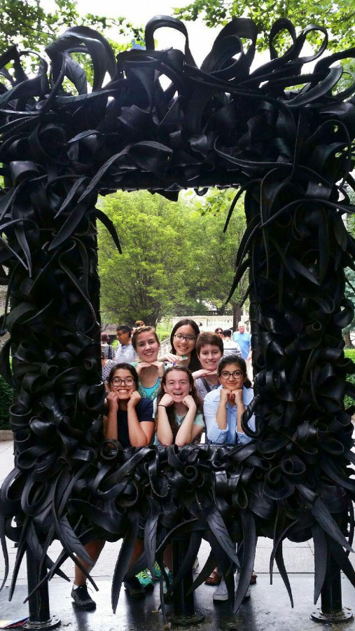 Alexis White, Nina Cong, Anastasia Dalianis, Anum Shafqat, Hannah Schoenbaum, and Alexandra Chaidez pose at a sculpture in Millenium Park. Photo by Alexis White.